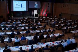 Bild mit Menschen im Plenum des 2. Fachkongress Industrie 4.0