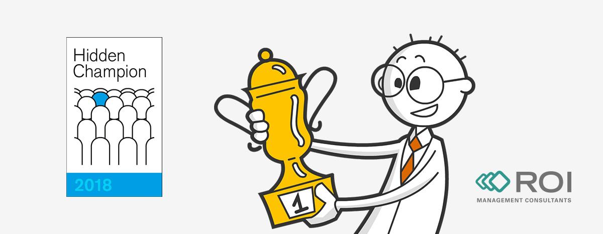 Mann mit Pokal und Logo der Auszeichnung Hidden Champion 2018